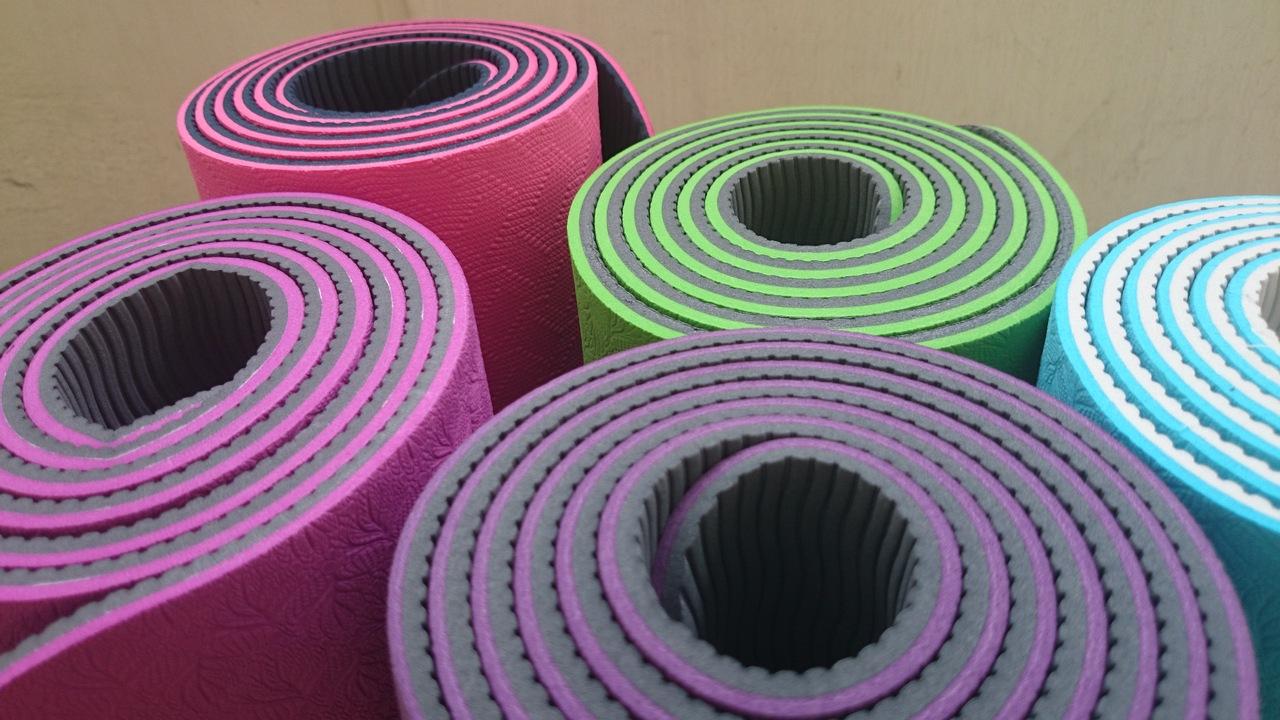 yoga mats 1620086 1280x720